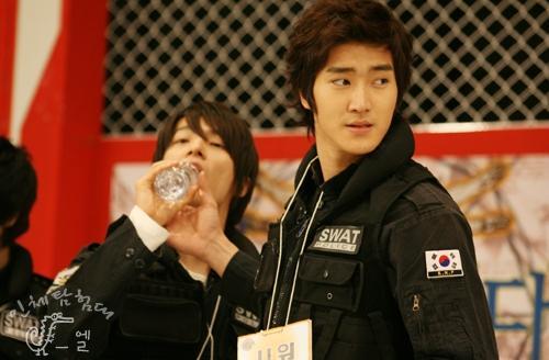 donghae-drinking-water.jpg